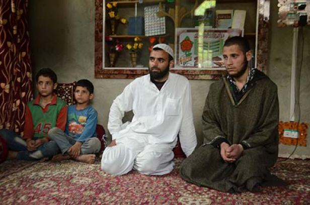 Family of Aijaz Ahmad Reshi. KL Image: Bilal Bahadur