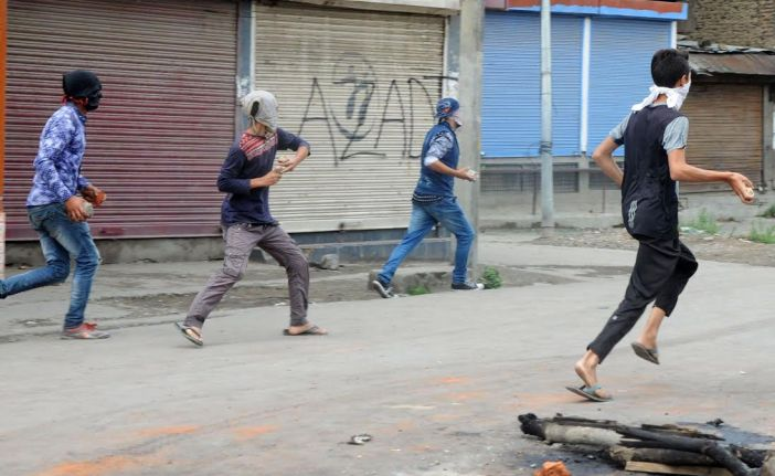Pro-freedom protests erupted in Batamaloo area followed by clashes on August 30, 2016. (KL Images: Bilal Bahadur)