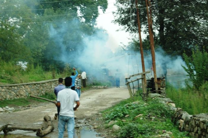Forces raided Panzath village of Qazigund ahead of the rally resulting in clashes. (KL Image: Shah Hilal)