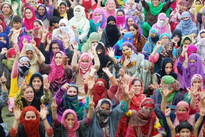 Women participants in Panzath Qazigund rally on August 30, 2016. (KL Image: Shah Hilal)