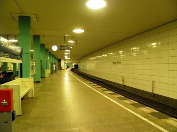 Метро в Берлине очень утилитарное