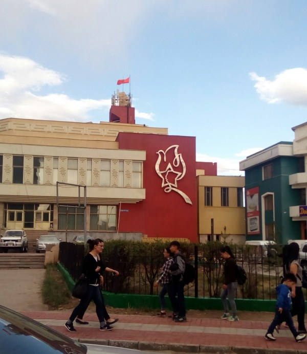 Памятник The Beatles в Улан-Баторе