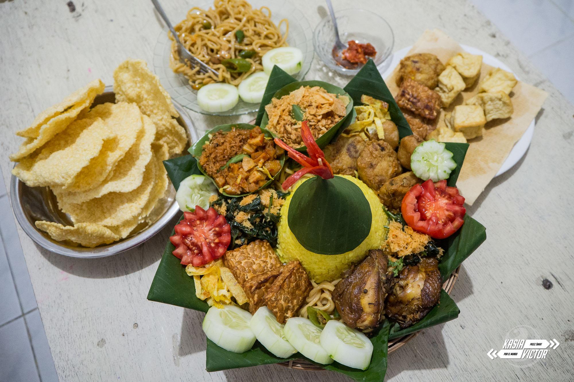 Surabaya. Un Cumpleaños Excepcional Y Tumpeng