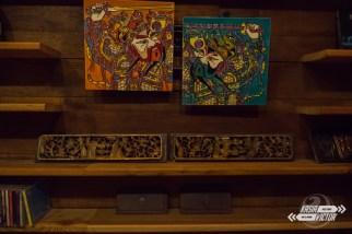 El hostal está lleno de bonitas y antiguas decoraciones