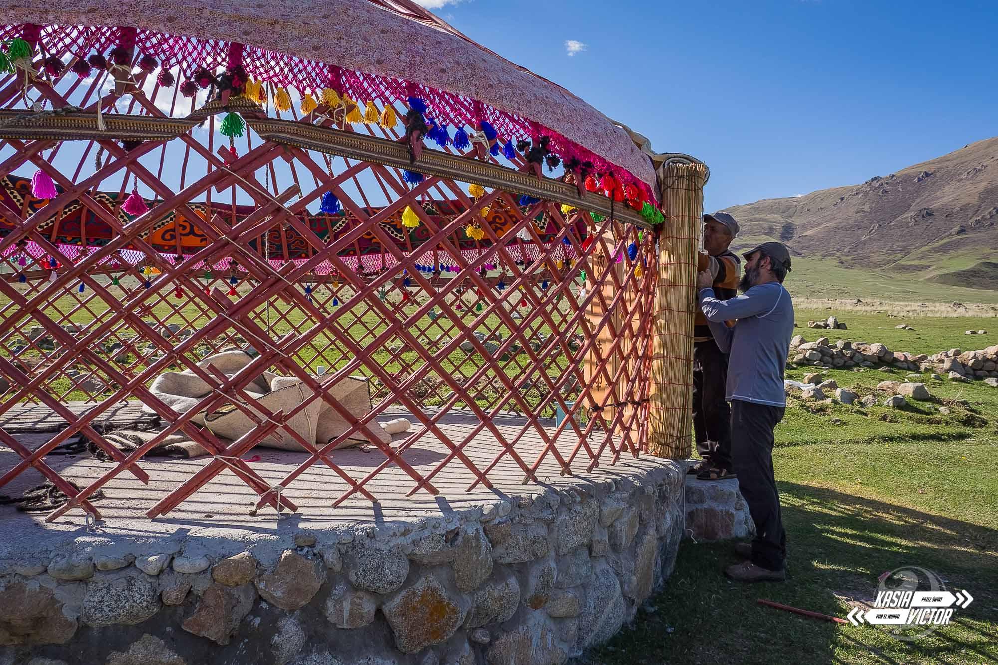 Construyendo Una Yurta