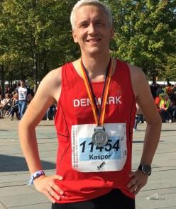 Med den femte og sidste marathonmedalje om halsen