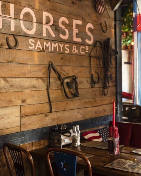 Hästskor på väggen