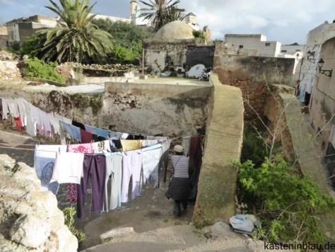 Wäsche quer über den Weg