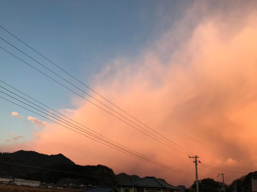 大雪となる前日の朝。真っ赤な青空になることが2回続けて起こった件~朝焼けの仕組みとお天気   香住・佐 ...