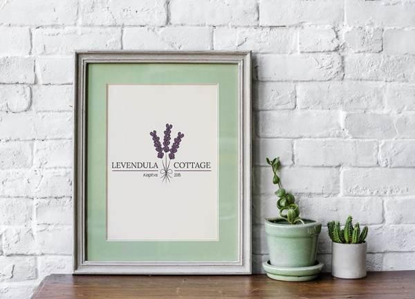 Egyedileg, előre tervezett logó. Személyre szabható a vállalkozás neve, profilja. Levendula Cottage pecsét, Levendula Cottage másodlagos logó, Levendula Cottage tavaszi virágos, retro, letisztult, levendula szín, nőies logó kisvállalkozásoknak. Kozmetika, natur termékek, virágüzlet, illóolaj, parfume, vendéglátás, lakásétterem, kézműves vállalkozás, lakberendező