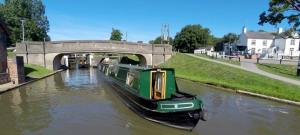 Narrowboat holidays in the heart of England, Canal boat hire