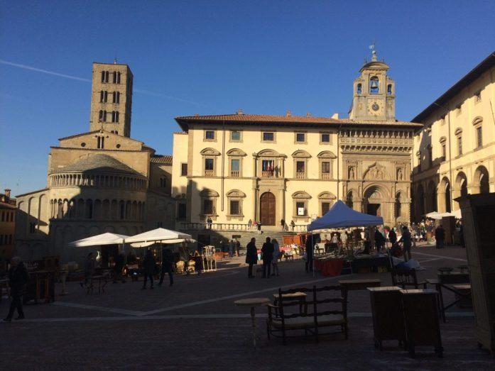 Piazza majore arezzo market new years eve tuscany