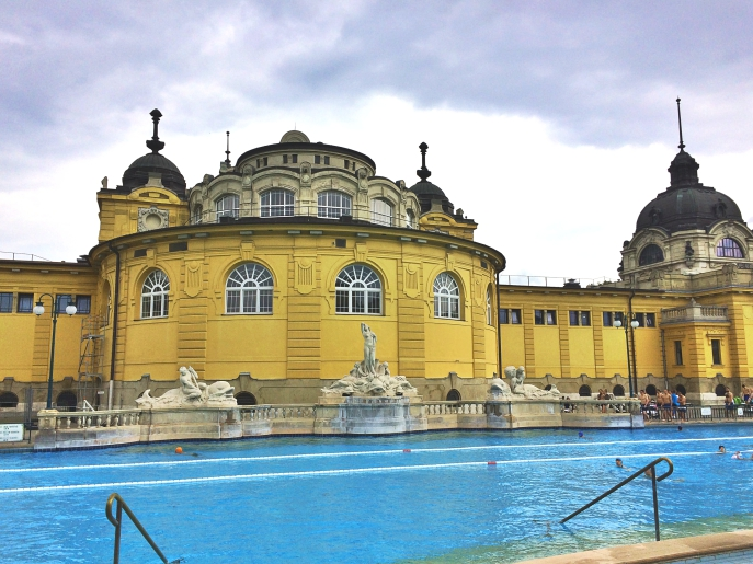 Szechenyi gyogyfurdo spa Szechenyi thermal baths Budapest