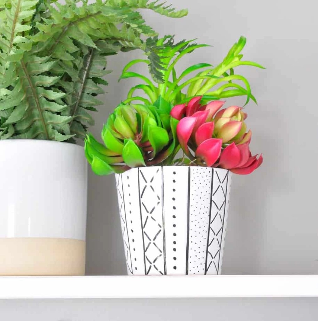 This mudcloth-inspired planter is SO cute and is the easiest DIY!