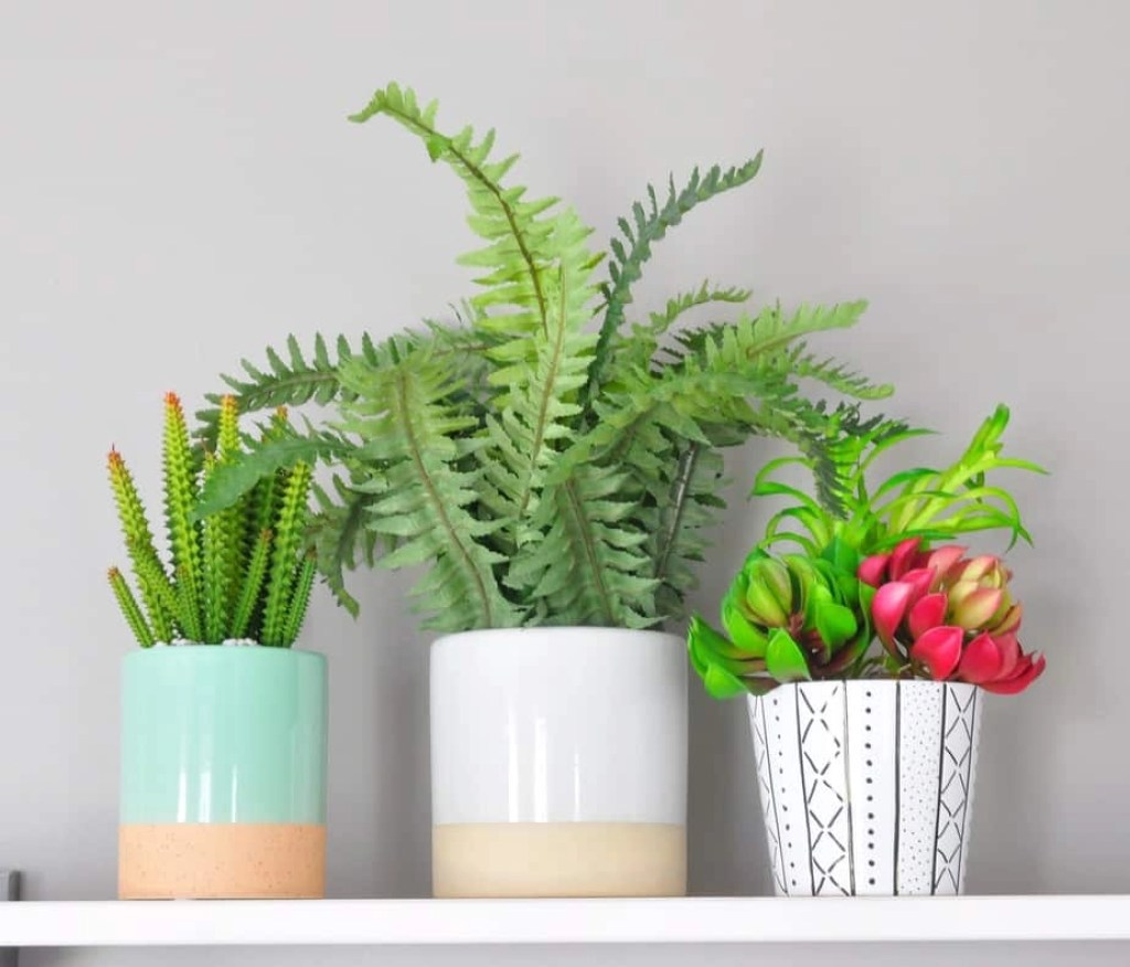 Loving this adorable mudcloth-inspired DIY planter! What a quick and fun project, and a great alternative to pricey decorated planters.