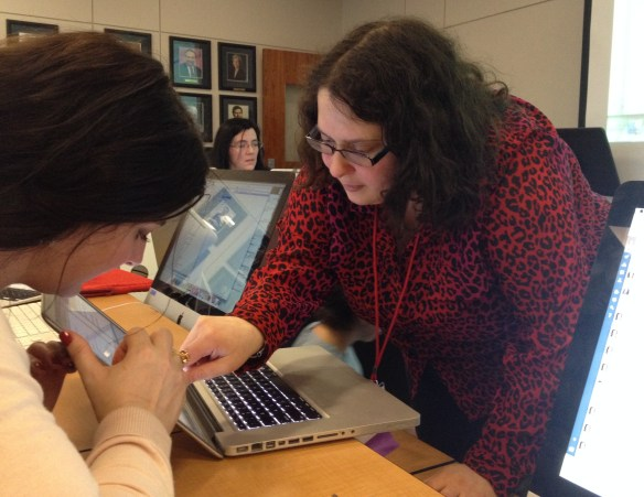 Michelle Minkoff, an interactive producer for the Associated Press, helps Serena Carpenter with a question about web scraping during Journalism Interactive 2014.