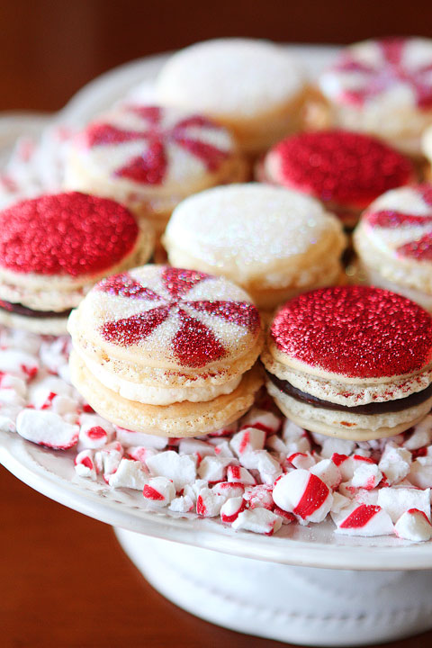 vanilla-bean-peppermint-french-macarons-for-christmas-31