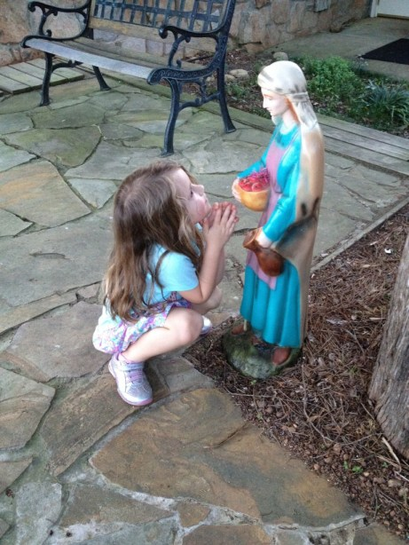 child praying to Mary