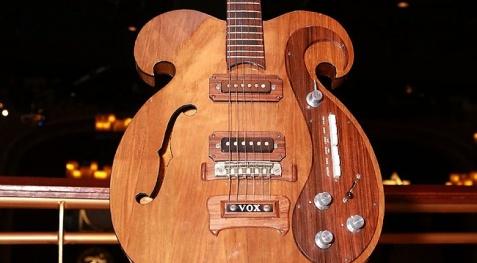 Σπάνια κιθάρα των Beatles σε δημοπρασία