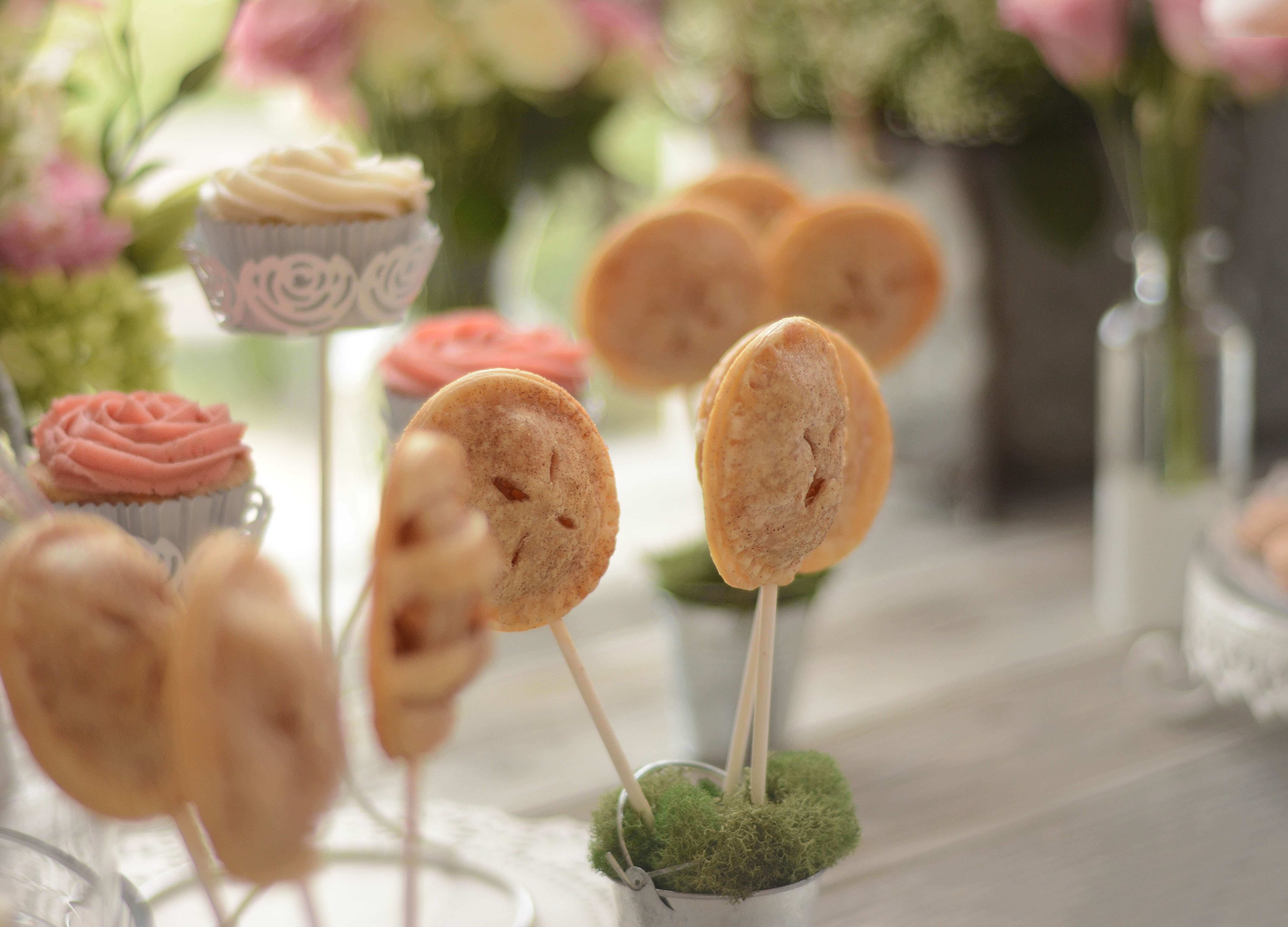 – 7 b Melissa Mae Etue Sweets apple pie pops french macaroons fruit food photographer katherine eastman miami Photography cooking baking pink rose Cake baby shower cupcakes_01