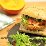 Kürbis-Burger mit Apfel-Karotten-Salat
