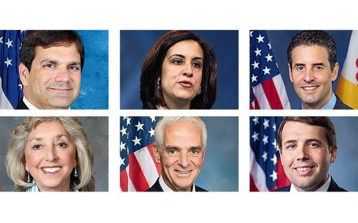 Για τη σχέση τους με την Ελλάδα και τις ρίζες τους μιλούν στην «Κ» έξι ομογενείς (πάνω: Γκας Μπιλιράκης, Νικόλ Μαλλιωτάκη, Τζον Σαρμπάνης και κάτω: Ντίνα Τάιτους, Τσάρλι Κριστ, Κρις Πάππας) που εξελέγησαν στο αμερικανικό Κογκρέσο, τόσο με το Ρεπουμπλικανικό όσο και με το Δημοκρατικό Κόμμα.
