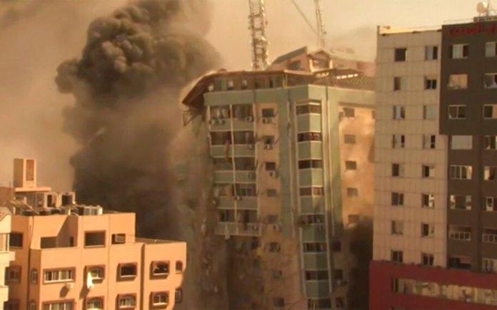 katerreyse-polyorofo-ktirio-sti-gaza-opoy-stegazontai-to-associated-press-kai-to-al-jazeera8