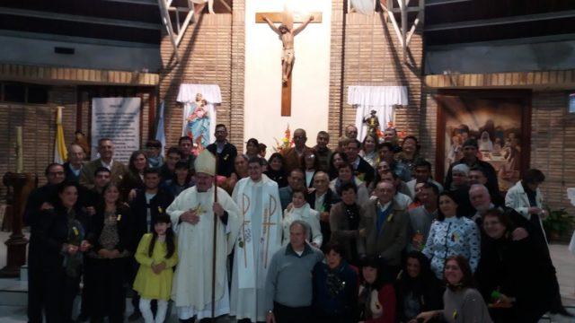 Bischof Macín in San Rocco. Gruppenbild mit wiederverheirateten Geschiedenen.
