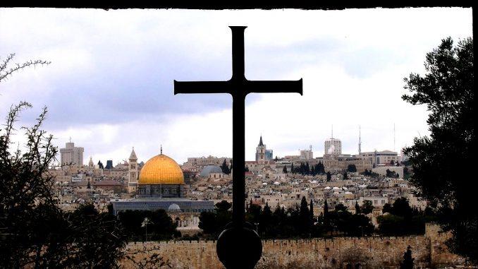 Blick von der Kirche Dominus flevit auf den Tempelberg in Jerusalem. Wenn Jesus nicht auch für das Heil der Juden gekommen wäre, hätte er nicht über Jerusalem weinen müssen.