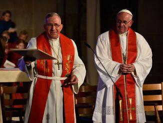 Papst Franziskus mit Munip Jounan, dem Vorsitzenden des Lutherischen Weltbundes, am 31. Oktober 2016 in Lund.