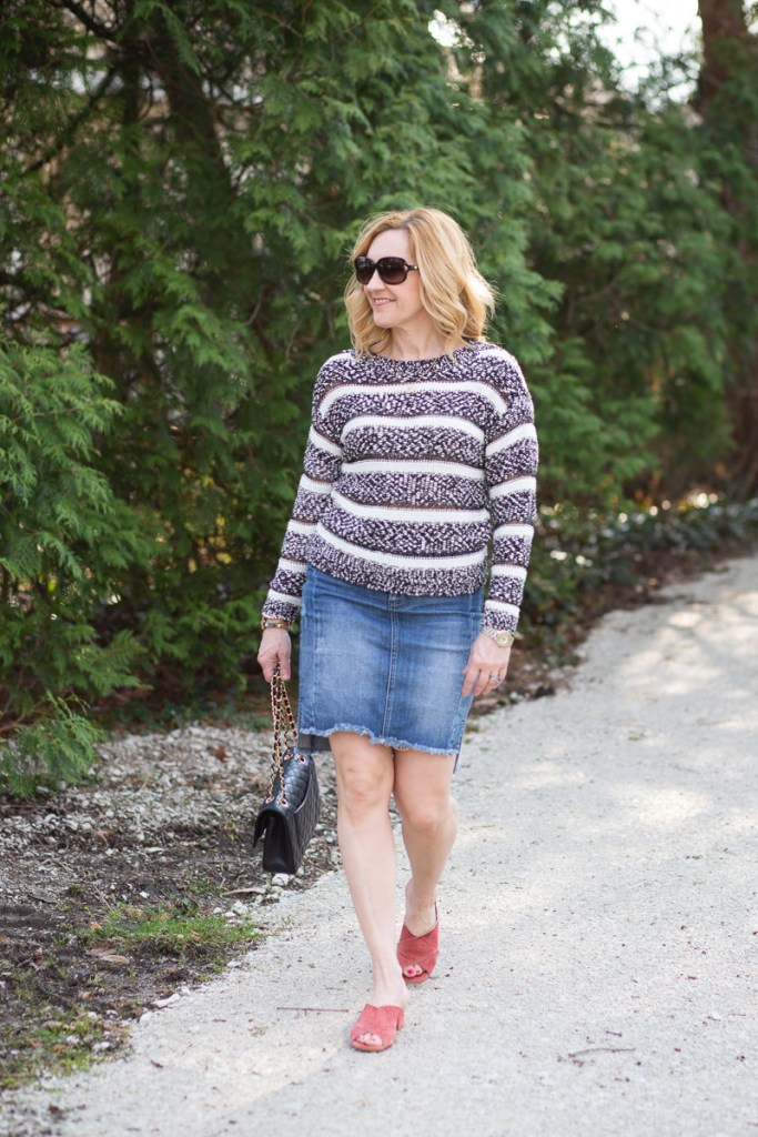 A casual spring look featuring a black and white sweater.