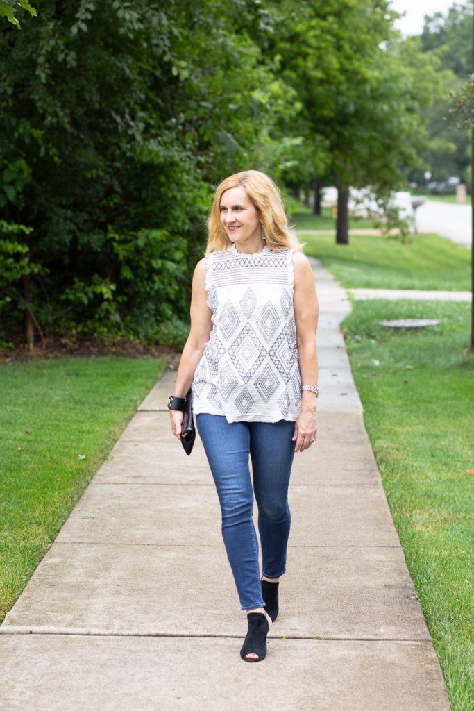 Styling an embroidered blouse with skinny jeans and heels.