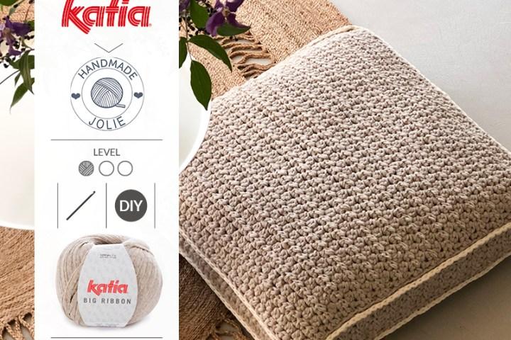 pouf au crochet feature