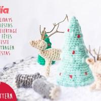 Download ons patroon van amigurumi en maak een gehaakte mini kerstwereld met dennenbomen, boomstronken en herten