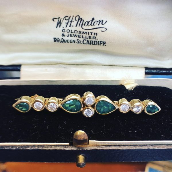 Emerald and Diamond 18kt Yellow Gold Bar Pin/Brooch (Vintage)