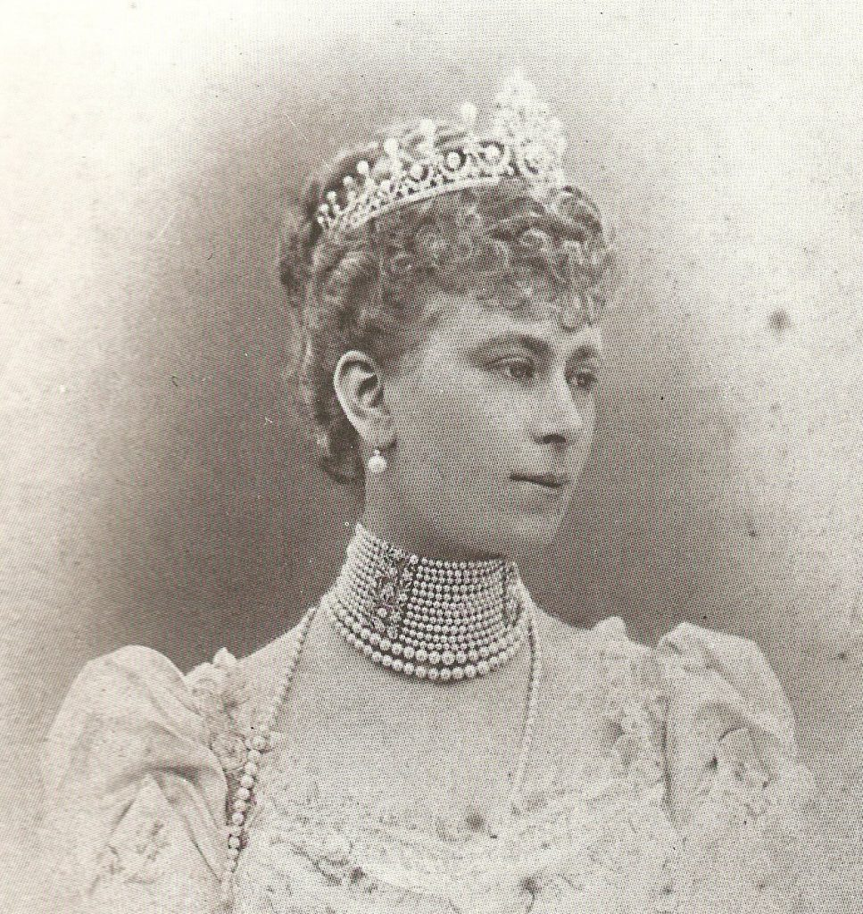 Royal British Tiaras: The Ladies of England Tiara