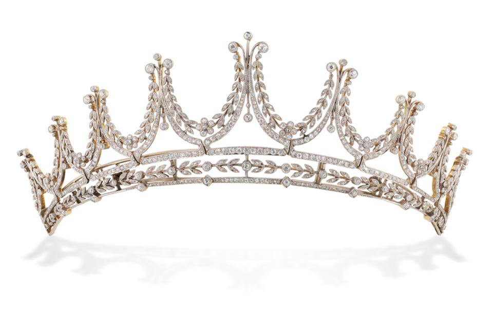 The tiara worn by Lady Grantham in the dress ball.