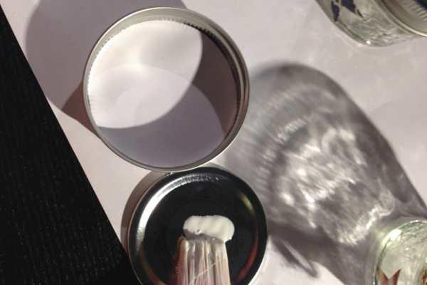 4th of July Mason Jar Candles DIY on Katie Crafts; https://www.katiecrafts.com