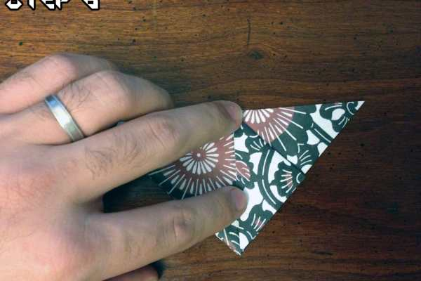 Origami Easy Traditional Balloon Tutorial on Katie Crafts https://www.katiecrafts.com