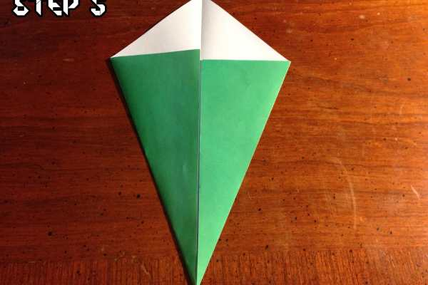 Origami Easy Christmas Tree Tutorial on Katie Crafts https://www.katiecrafts.com