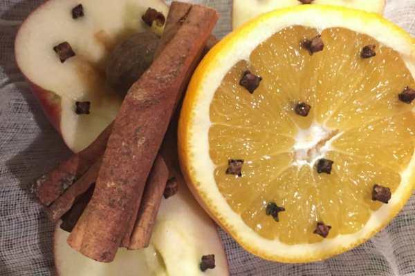 Hot Spiced Cider Recipe...With Rum! on Katie Crafts; https://www.katiecrafts.com