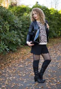 Outfit Indian Summer With Leo Print Fishnet And Leather