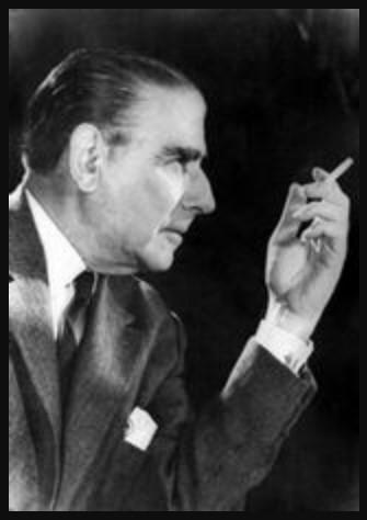 «Εσείς τσιγάρα «Κάμελ» να καπνίζετε, κι εγώ σε μια γωνιά να πίνω ουίσκυ…» και η απάντηση του Καίσαρα Εμμανουήλ στο ποίημα του Νίκου Καββαδία