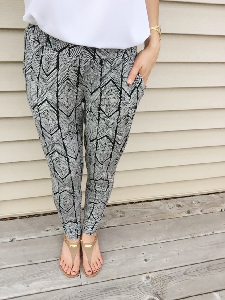 Comfy but cute printed joggers for day 1 of the 5x5 summer style challenge