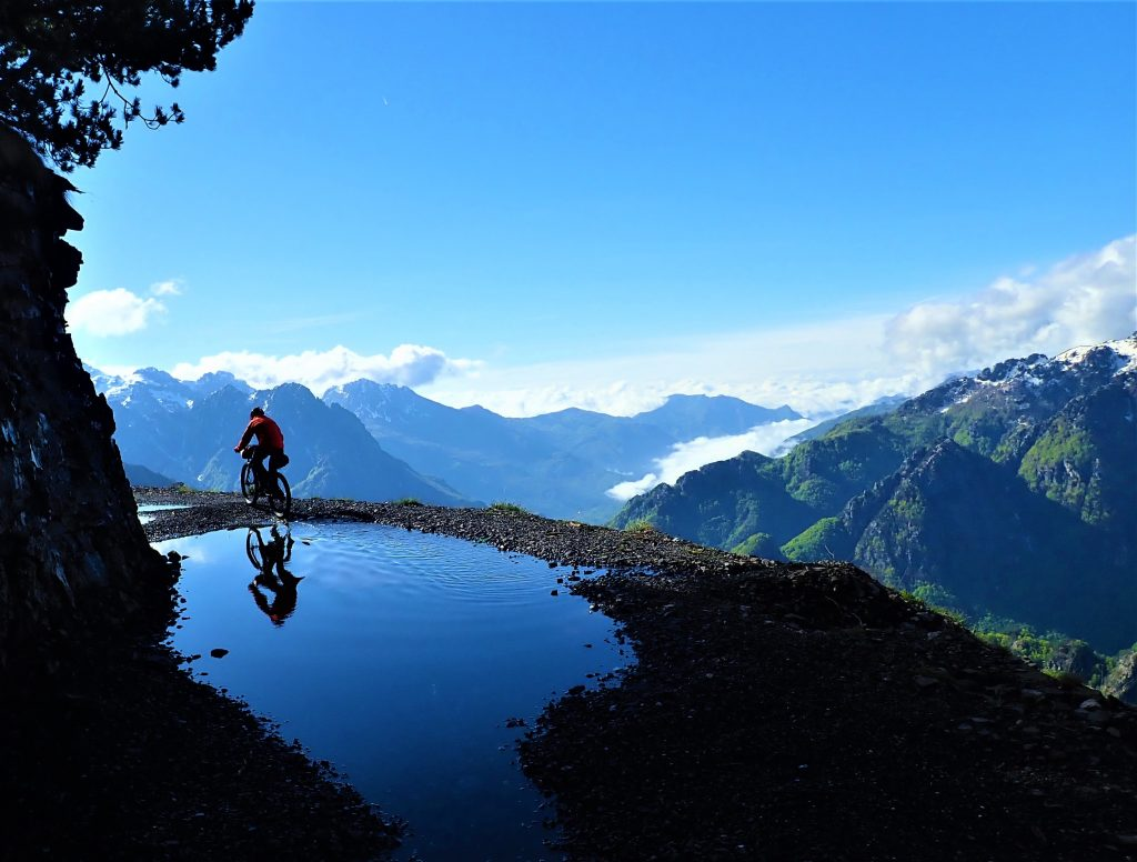 Czech Cycling Expedition on Katun Road