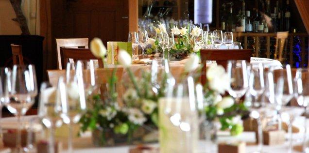 Festliche Tafelrunden für eine Tauffeier ganz in weiß und grün gehalten...