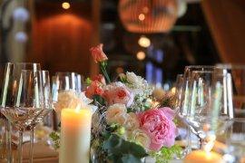 Stimmungsvolles Licht mit vielen Kerzen