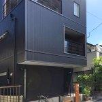3階建ての狭小地に建つデザイン住宅-竣工