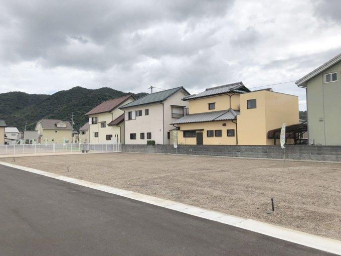 徳島の分譲地に建つデザイン住宅