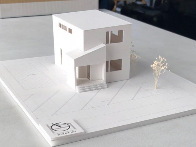 山間に建つデザイン住宅